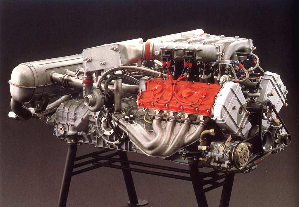 Pourquoi trois sorties d'échappement sur la Ferrari F40 ?